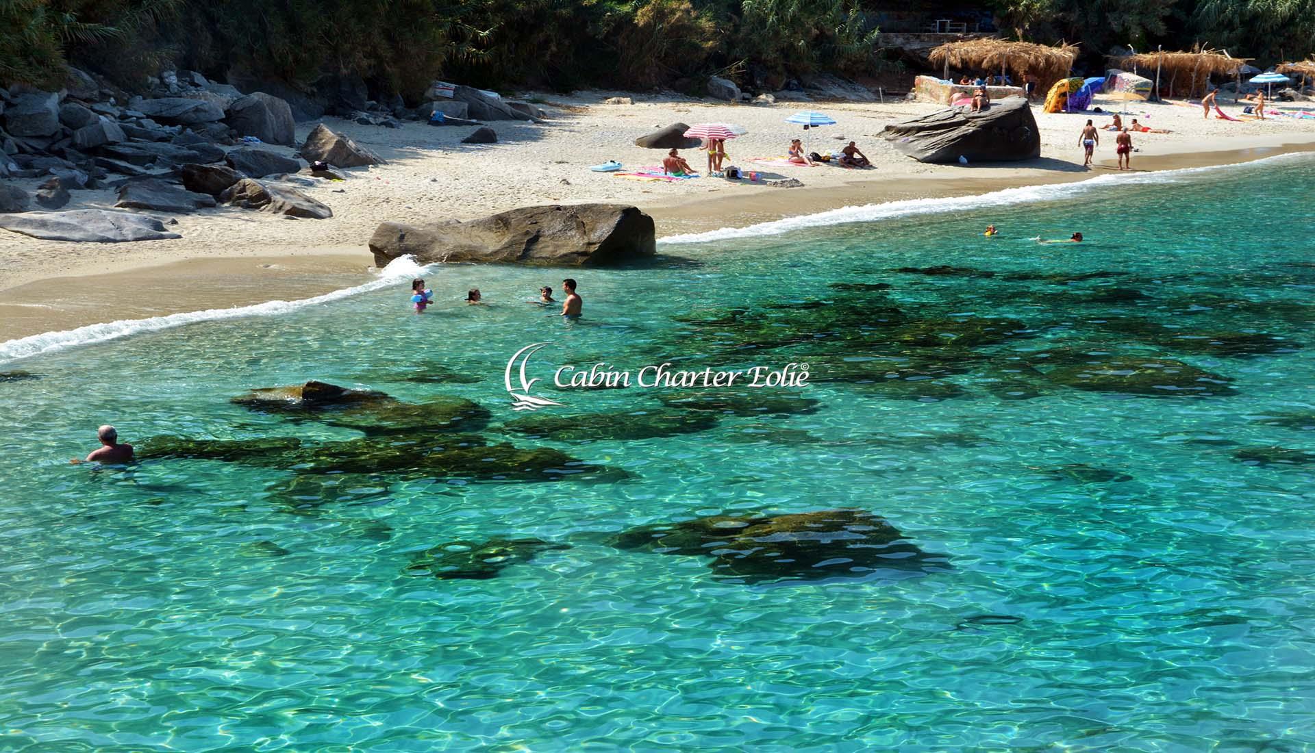 Cabin Charter Eolie - Capo Vaticano - Bistrot - Vacanza in Barca a Vela - Viaggio in Barca a Vela - Calabria - Sicilia