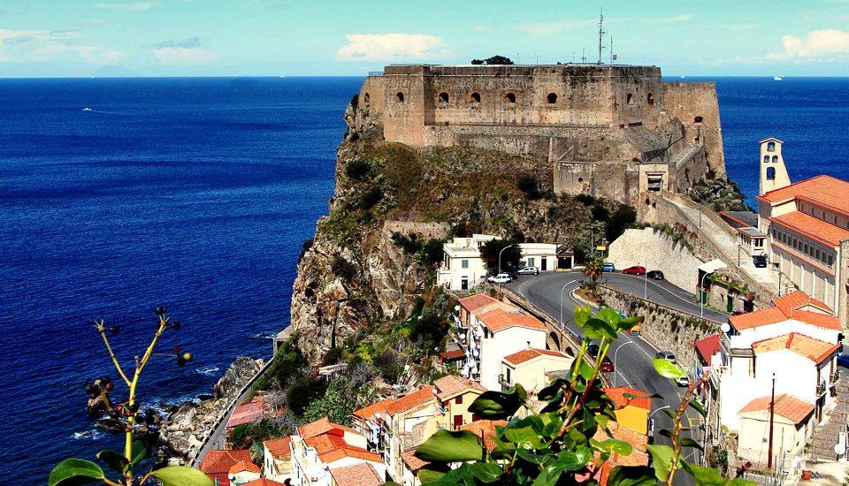 Cabin Charter Eolie - Scilla - Castello - Vacanza in Barca a Vela - Viaggio in Barca a Vela - Calabria - Sicilia